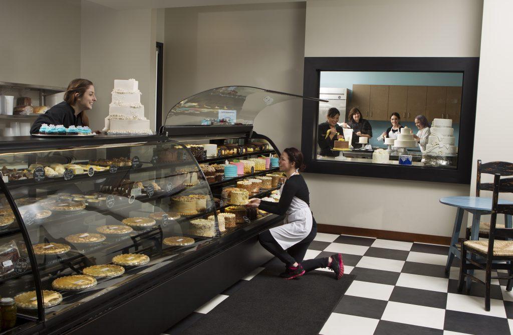 Girls at Puffy Muffin Cake Case