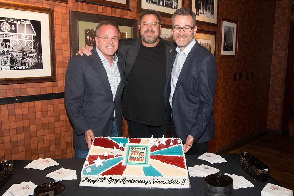Puffy Muffin Creates Vince Gill's 25th Opry Anniversary Cake